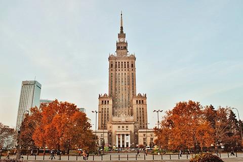 Busy do Polski z każdego kraju w Europie, zabierają Cię z adresu za granicą i zawożą na adres w Polsce.